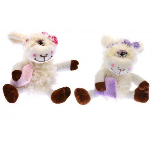 Plüss bárány, göndör szőrű, hímzett szemű, párnával, 2-féle: rózsaszín vagy lila kiegészítővel, ülve 18 cm, nyújtott lábbal 27 cm